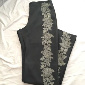 New York & Company Black w Tan Print Flowers Pants